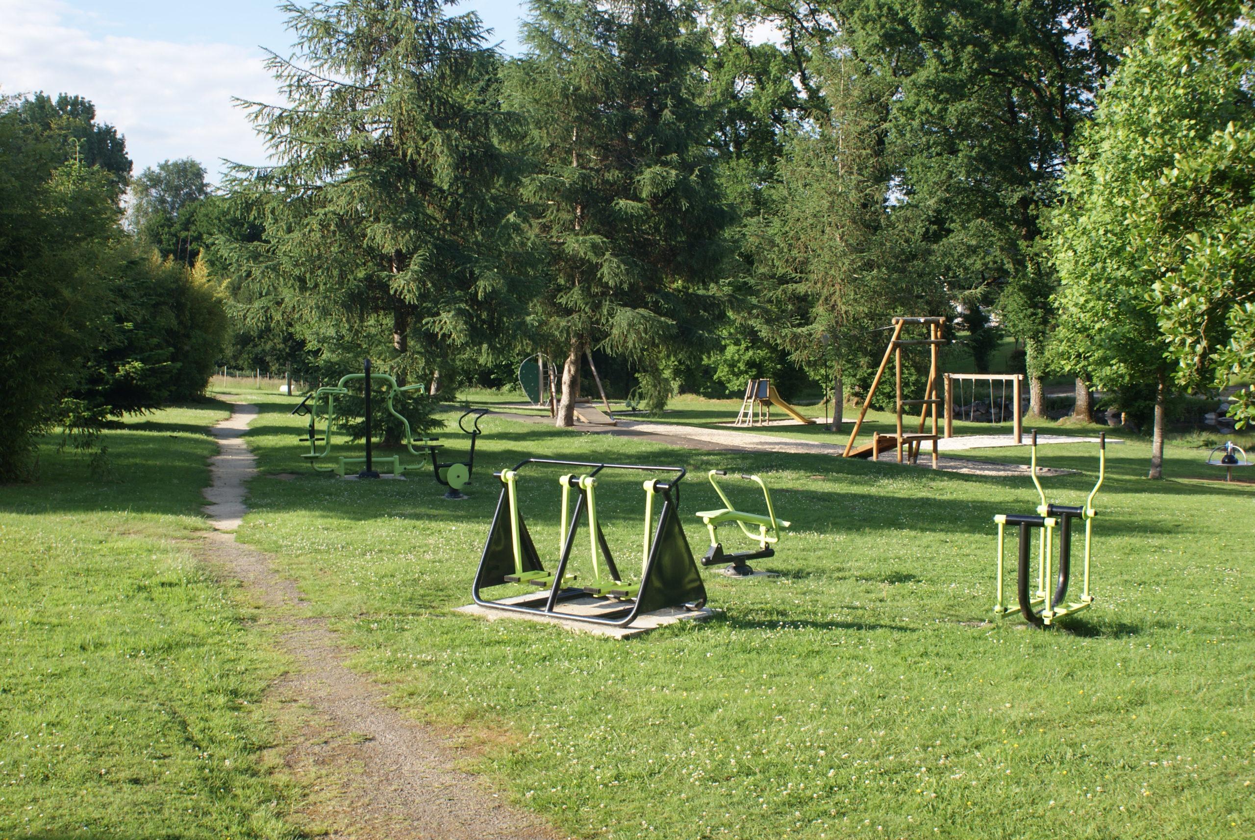 Equipements de fitness de plein air à l'étang du bourg de Pluméliau